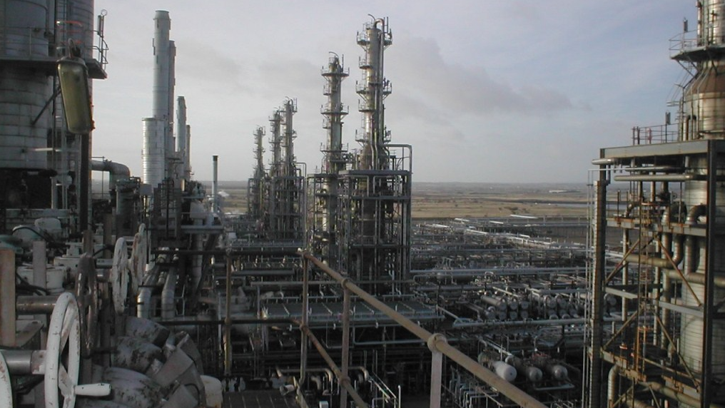 Refinery dismantling